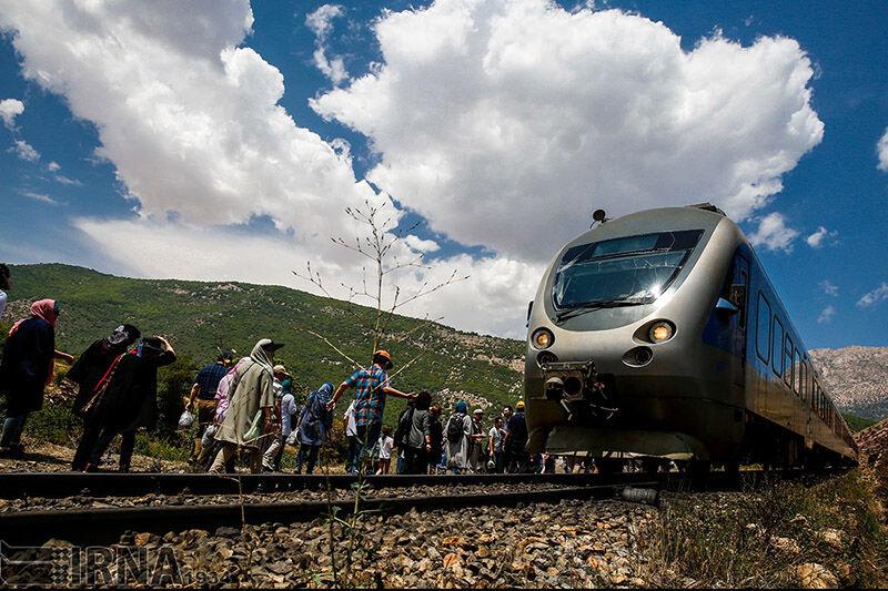 بازگشت قطار گردشگری مازندران بر روی ریل