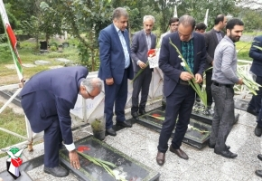 گلزار شهدا محل انتقال فرهنگ ایثار و شهادت است