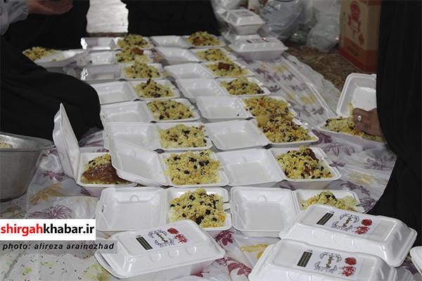 اطعام حسینی به مناسبت ماه محرم در میان نیازمندان سوادکوه شمالی